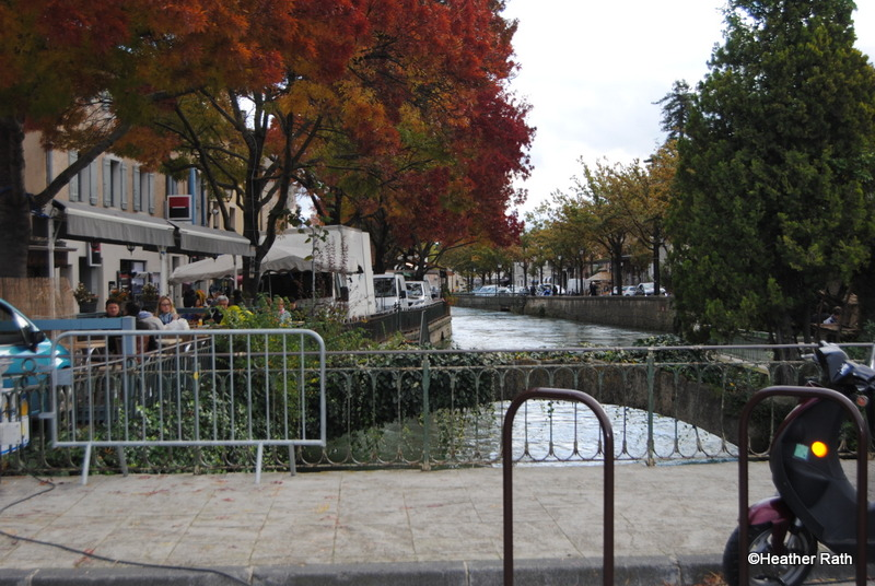 L'Isle sur la Sorgue on the left.