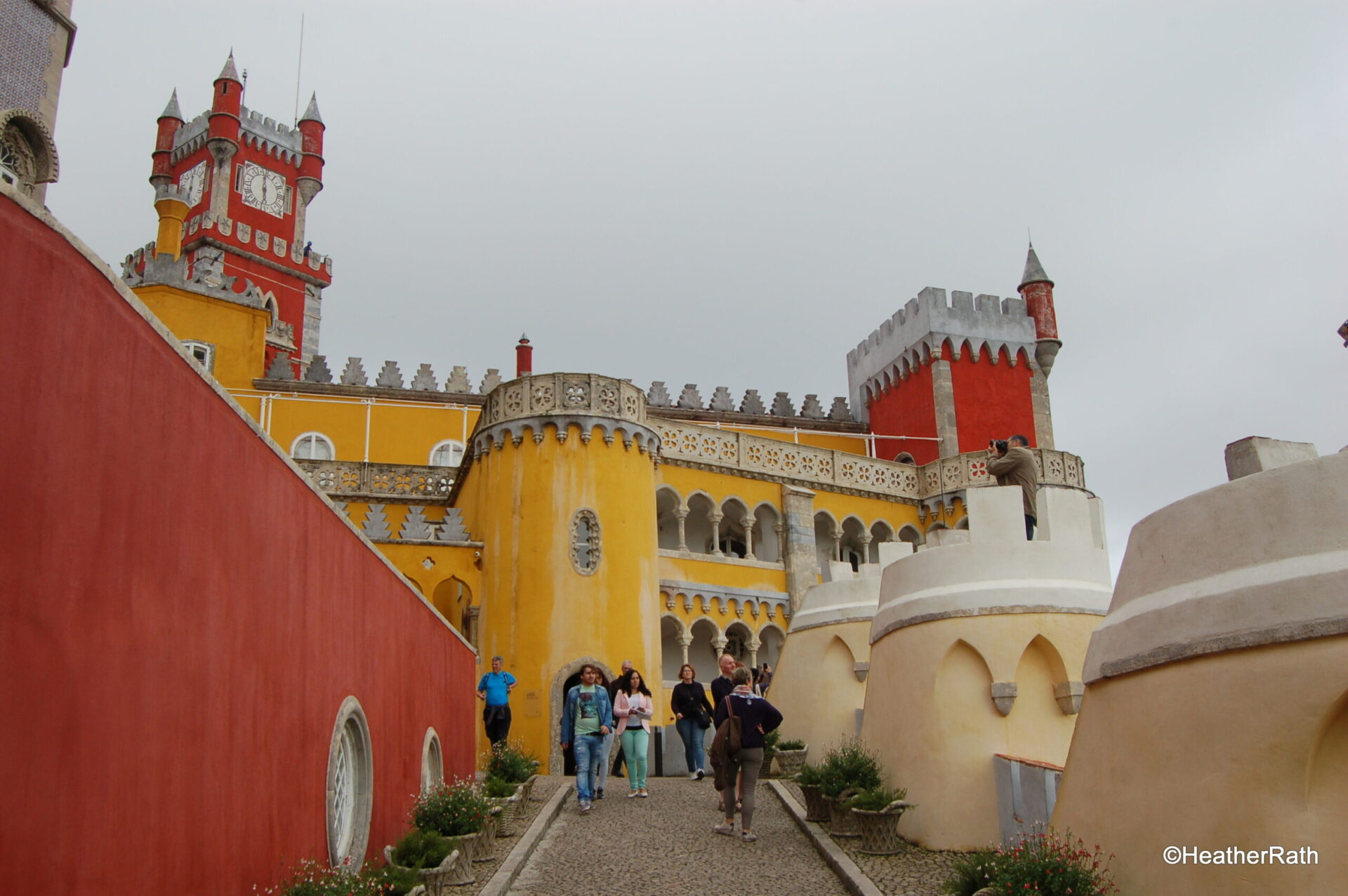 Read more about the article Fairytale Town, Famous Pastels near Lisbon, Portugal